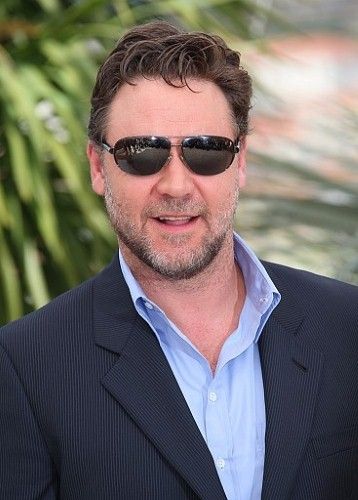 Russell Crowe denied Australian citizenship